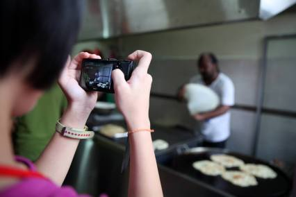 kids-taking-photos-resonance-kids